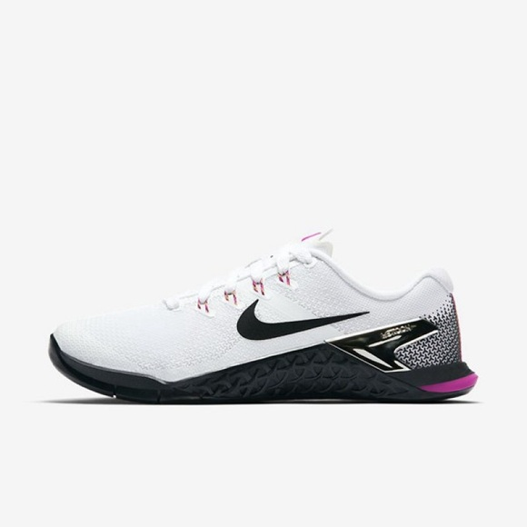 e0a0b43e0b1 NWT Nike Women s Metcon 4